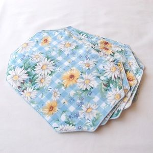 Vintage DAISY placemats with blue and white check
